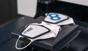 Η Polyprint παρουσιάζει μια νέα πλάκα για εκτύπωση προστατευτικών μασκών προσώπου